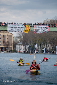 #Canoes2Paris action on the Bassion la Villette canal in Paris