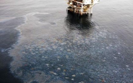 Photo of an oil Sheen Near Offshore Oil Rig where a spill occurred off the coast of California in July, 2105. REUTERS/U.S. Coast Guard/Handout via Reuters